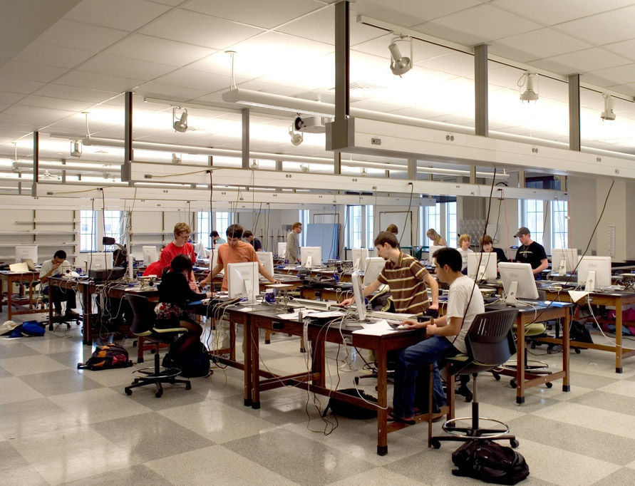 A physics lab in Jordan Hall of Science