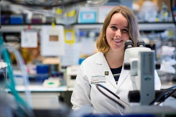 Undergraduate students spend summer conducting cancer research at MD